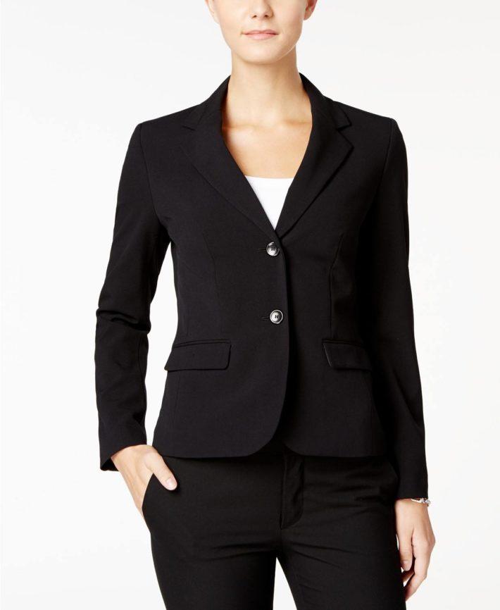 Классический женский костюм черный