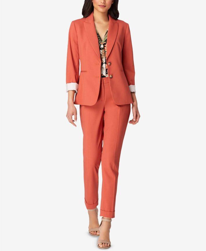 Классический женский костюм оранжевый