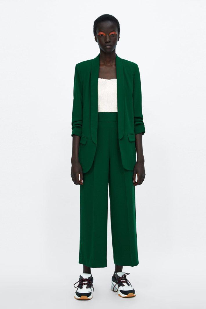 Классический женский костюм зеленый