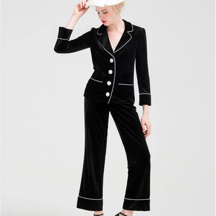 Классический женский костюм темный