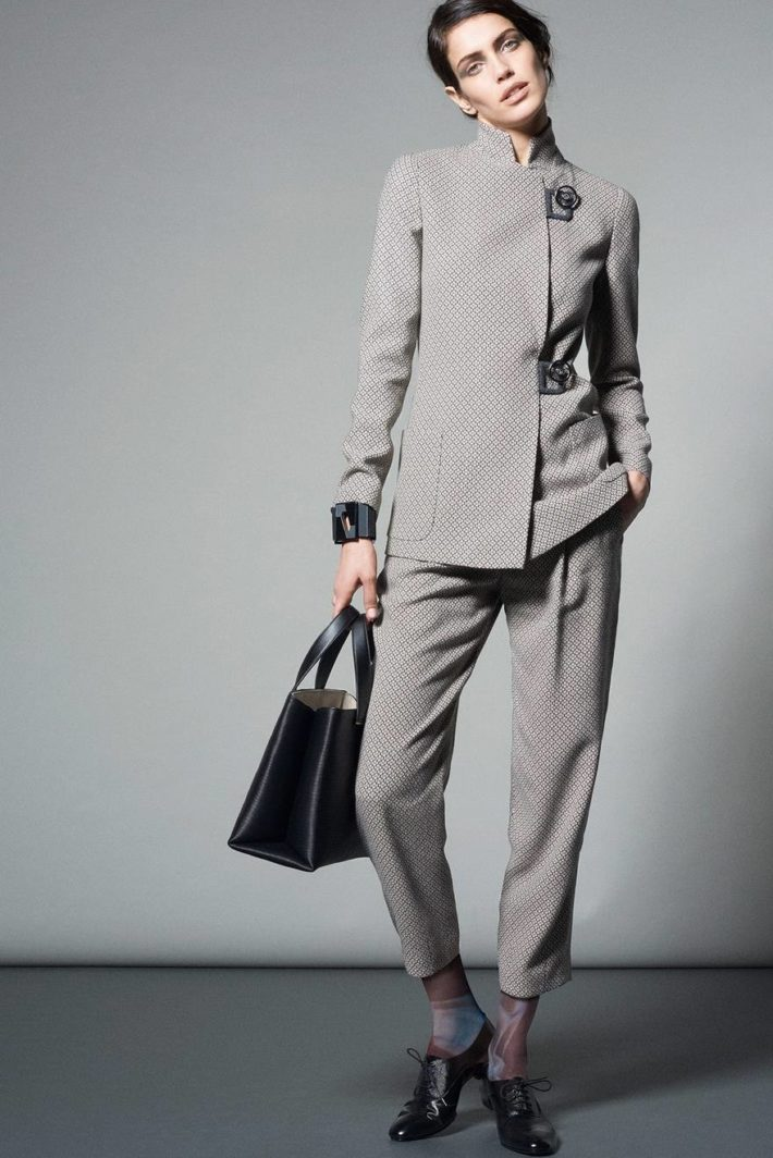 Классический женский костюм серый