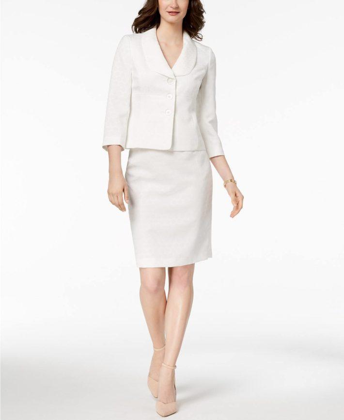 Деловой костюм с юбкой белый
