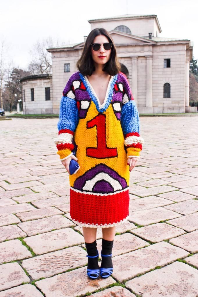 образ в вязаном платье