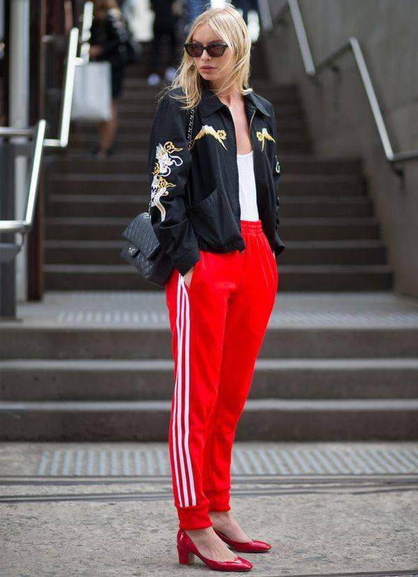 женский образ с красными штанами