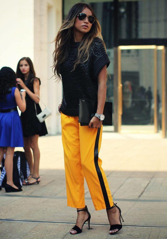 желтые спортивные штаны с лампасами