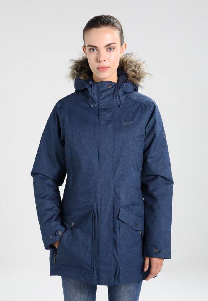 спортивный стиль одежды: куртка синяя