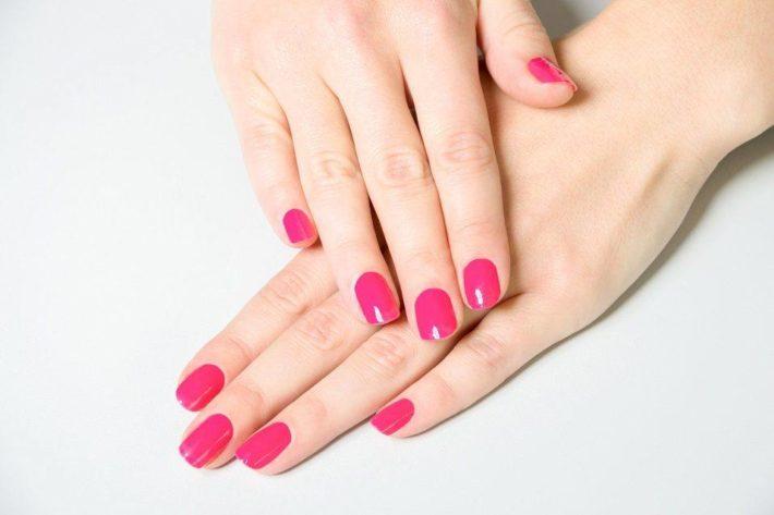 Стильный ногтей гель-лаком розовый
