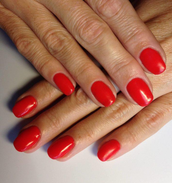 дизайн ногтей гель лаком красный