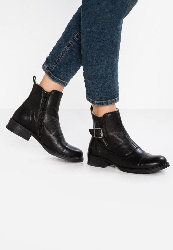 черная обувь на каблуке с застежкой