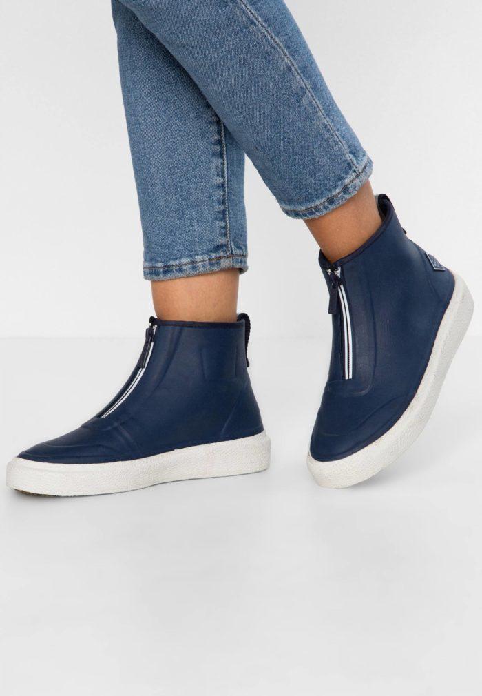 темно-синие ботинки на молнии