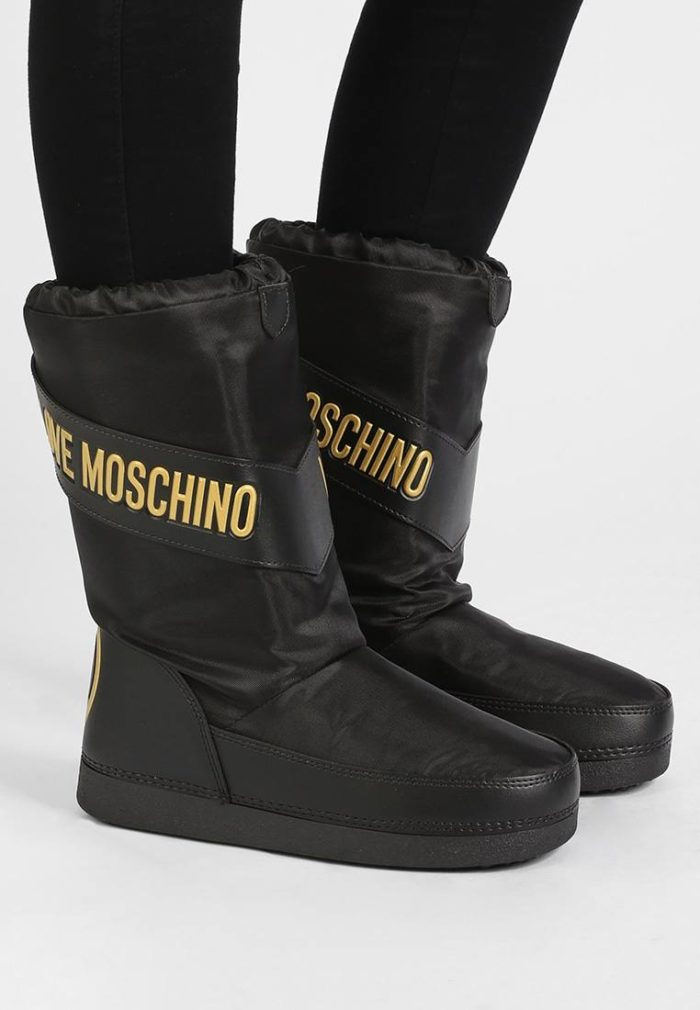 теплая обувь черная с надписью