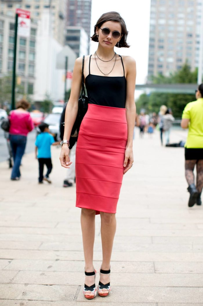 розовая юбка миди по черный топ