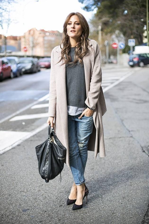 светло-серое пальто под джинсы