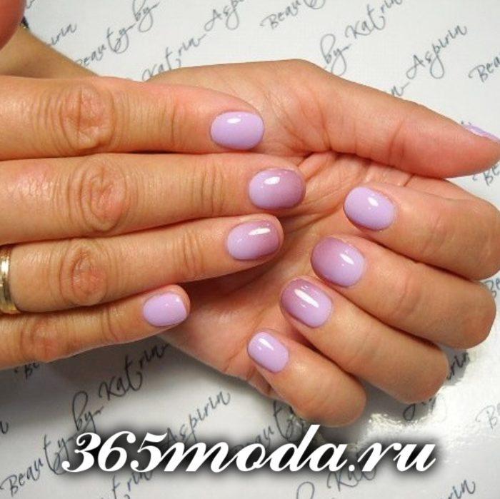 нюдовый маникюр на короткие ногти фиолетовый