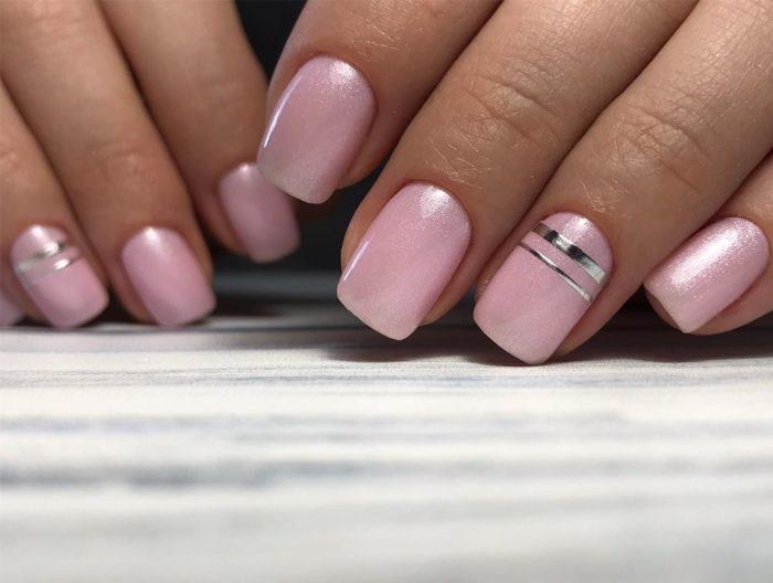 розовый квадратные ногти с полосой
