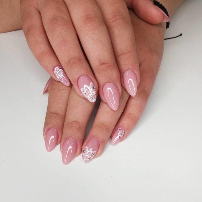 острый на средние ногти с цветами