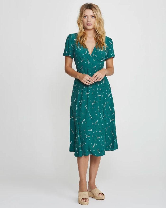 сине-голубое платье с рисунком