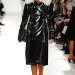 Модный тренд зимней моды в 2018 году: как носить винил?