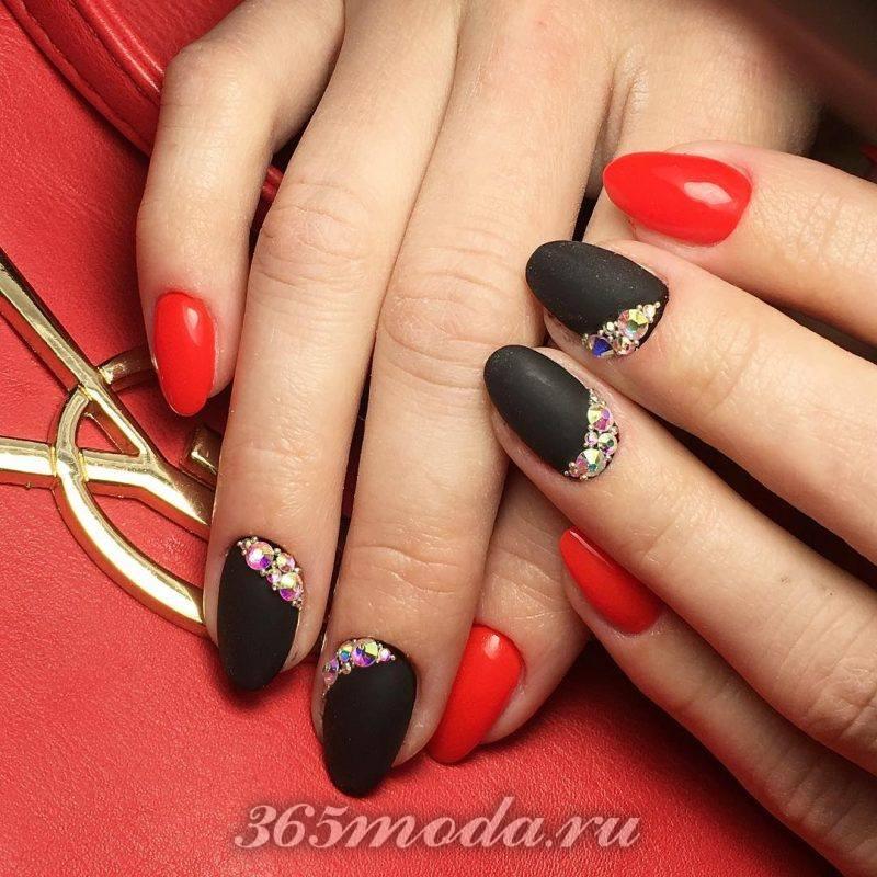 Черно красный френч на острые ногти фото