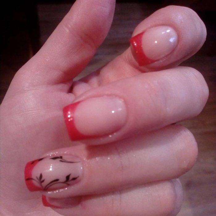дизайн ногтей красный с черным френч