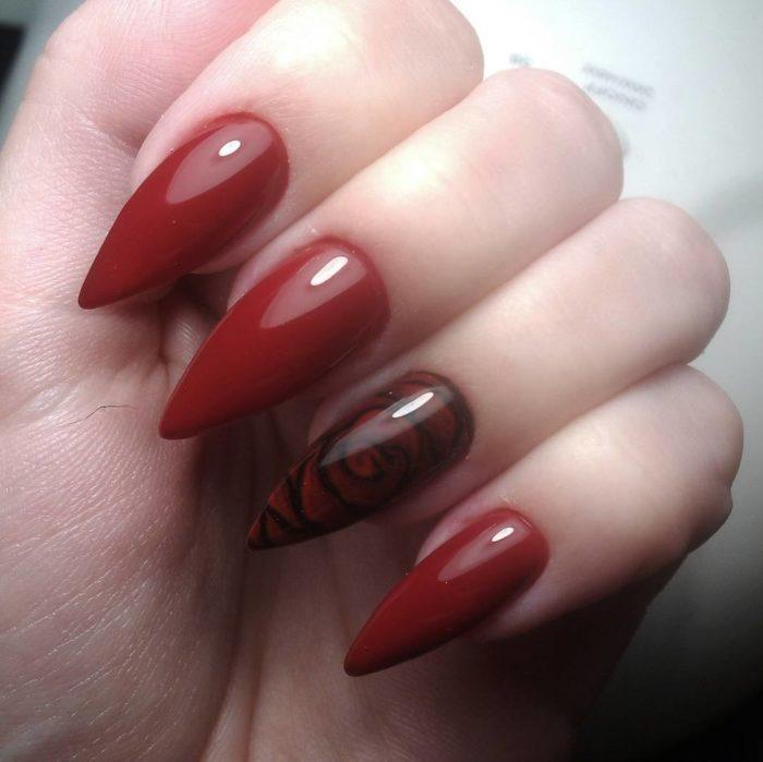 дизайн красно черных острых ногтей