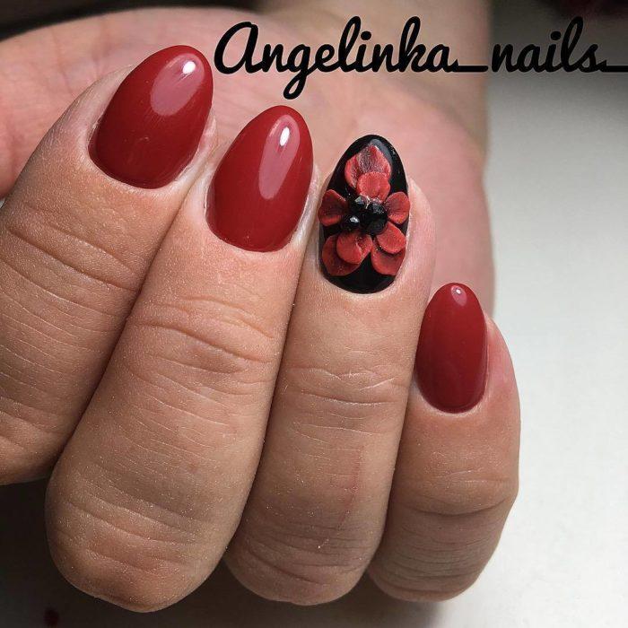 дизайн ногтей черный с красным и цветочком