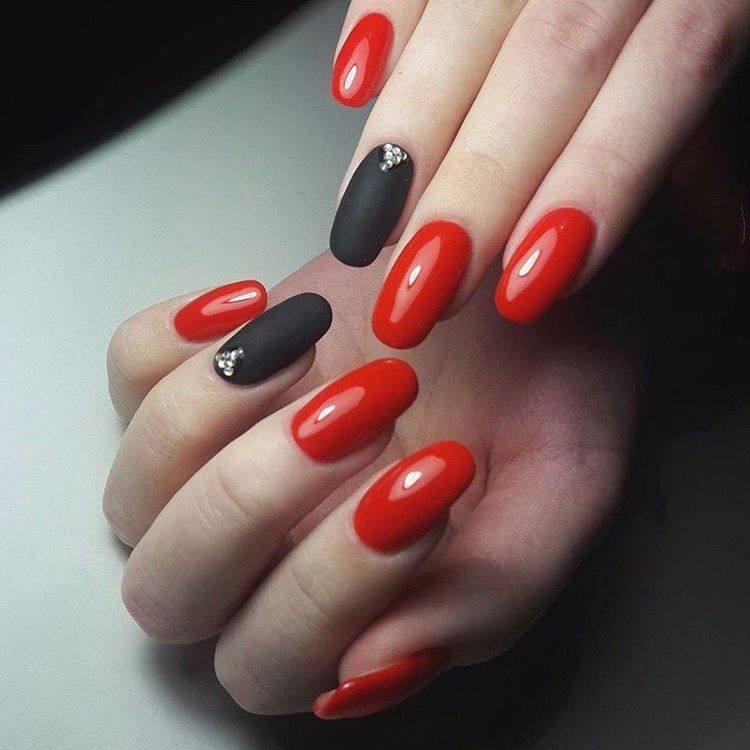дизайн красно черных ногтей со стразами фото