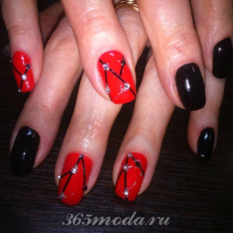 красно черный дизайн ногтей стразы