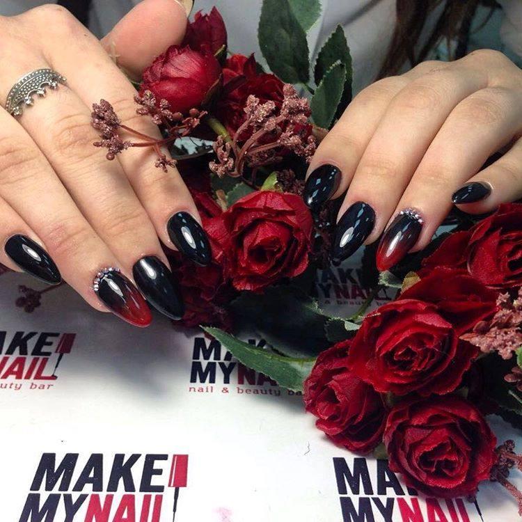 дизайн ногтей черно красный стразы 2020