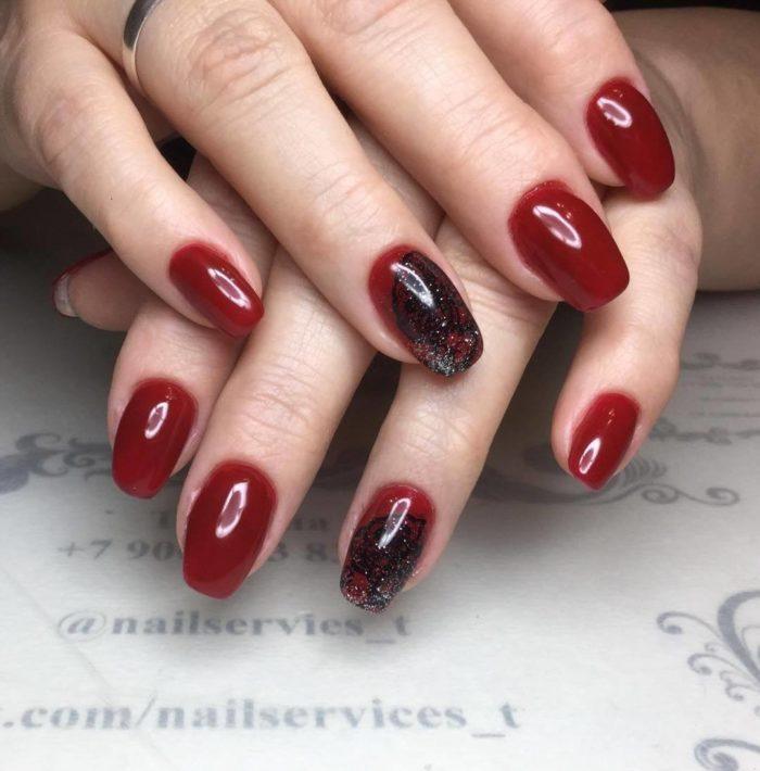 дизайн ногтей 2020 фото красно черный со стразами