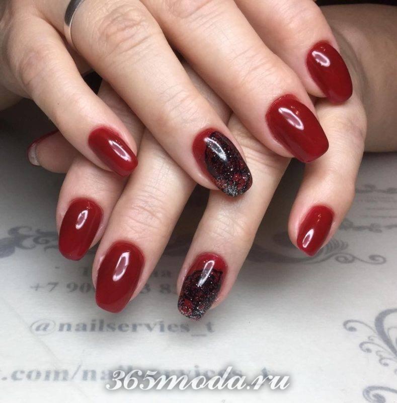 дизайн ногтей 2018-2019 фото красно черный со стразами