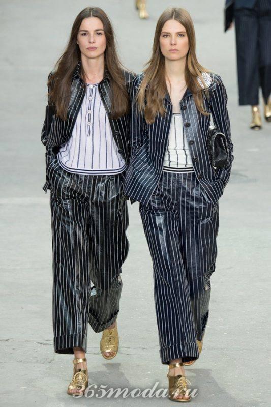 модные брюки из винила