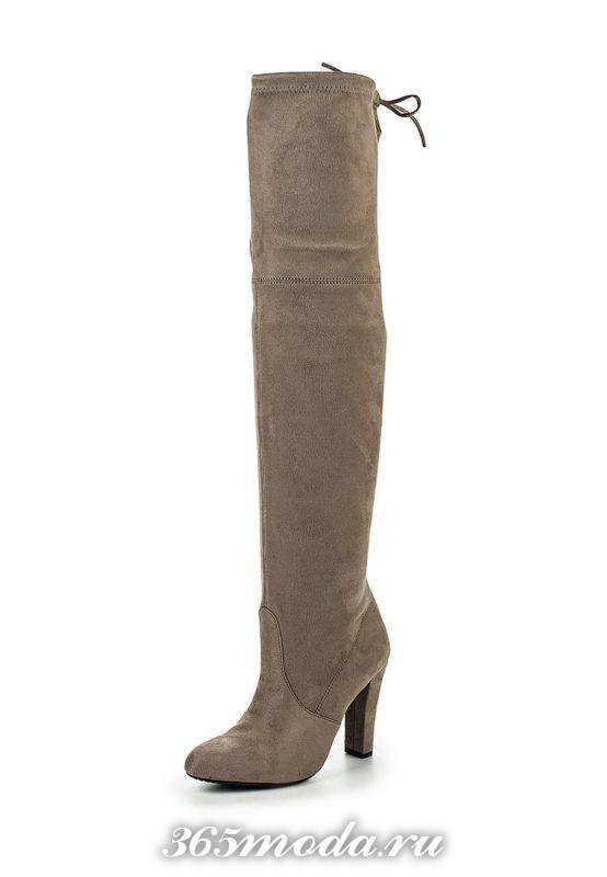 серые ботфорты на высоком каблуке