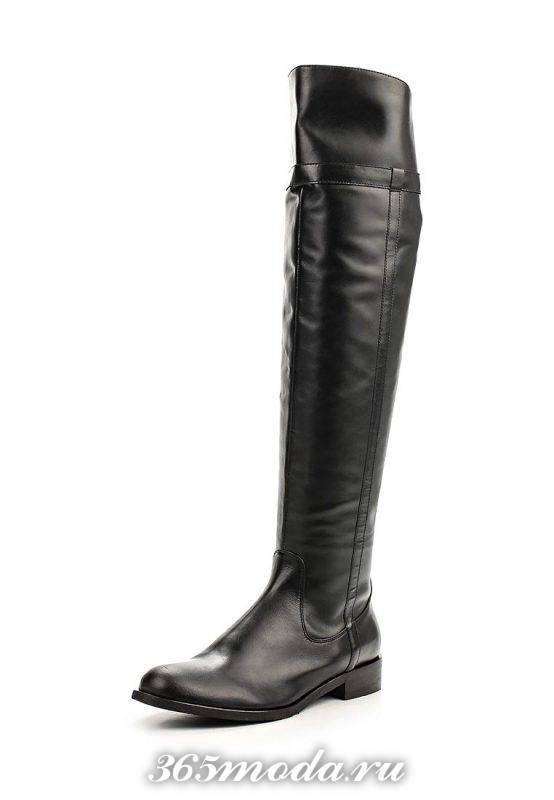 кожаные ботфорты на низком каблуке