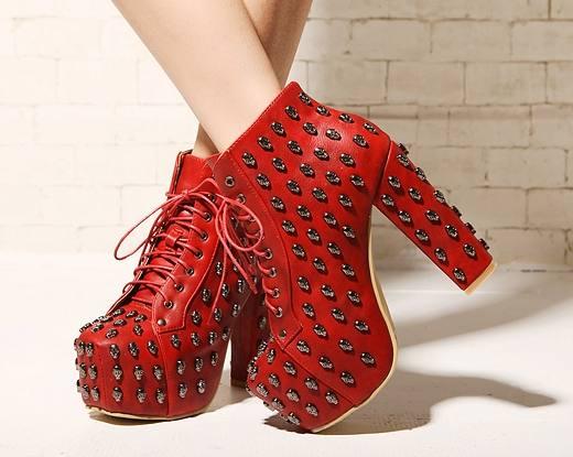 красные ботинки на шнурках высокий каблук