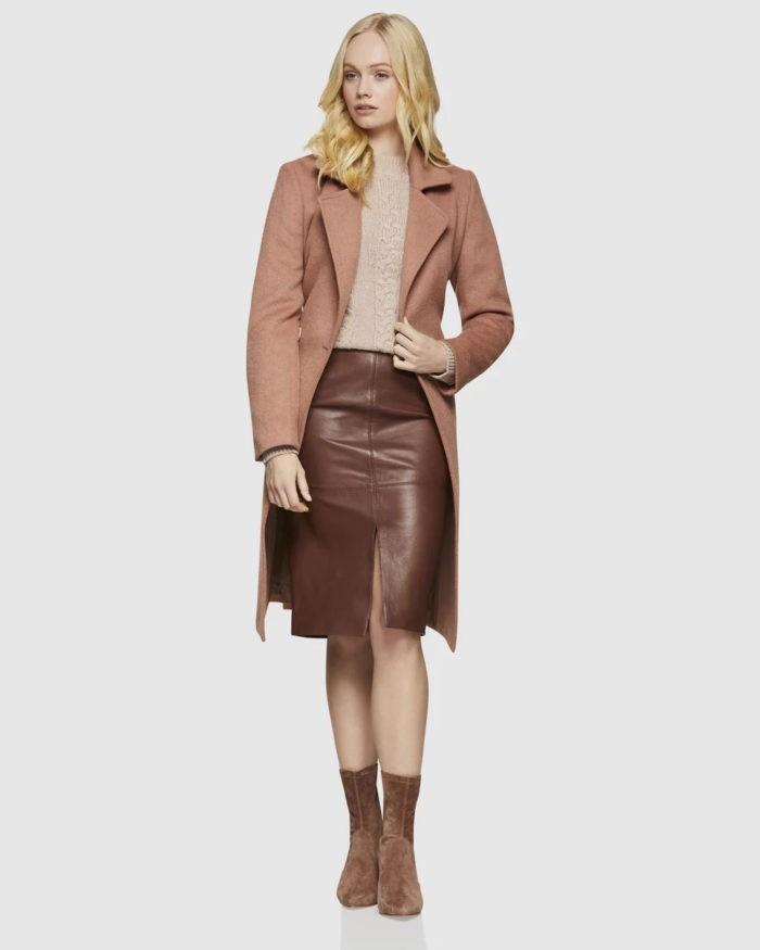 бежевый пиджак темно-коричневая юбка