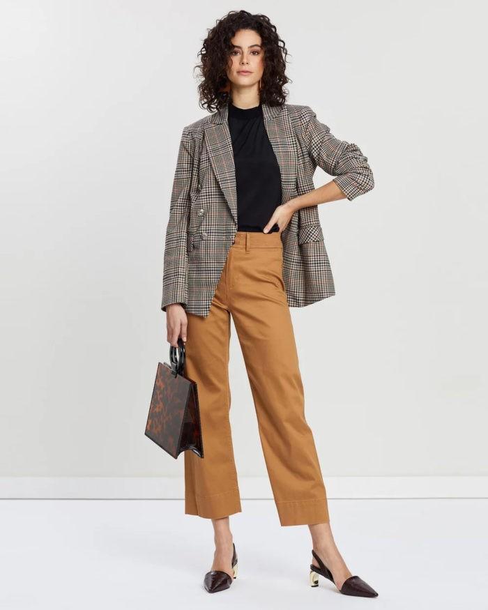 коричневые штаны клетчатый пиджак