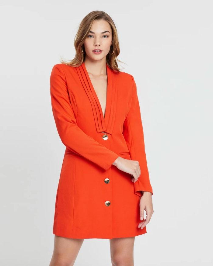 ярко-оранжевое платье в виде пиджака