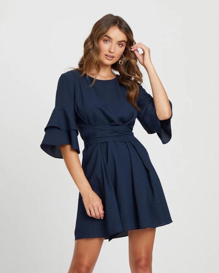темно-синее платье короткий рукав