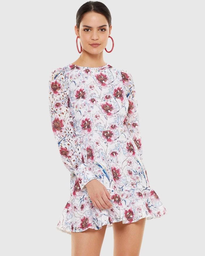 белое платье с принтом в цветы