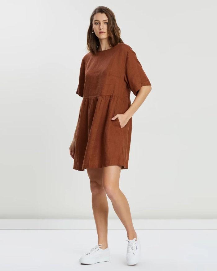 коричневое платье оверсайз