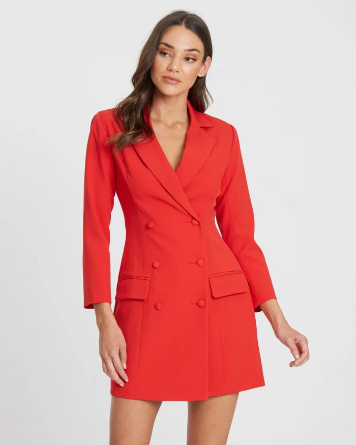ярко-красное платье в виде пиджака