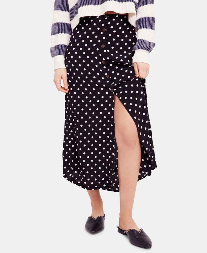 юбки с разрезом: черная в белый горошек ниже колена