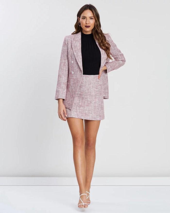 модные юбки 2019-2020: бледно-фиолетовая короткая