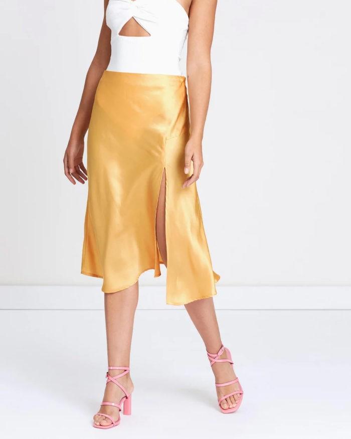 золотисто-желтая с разрезом