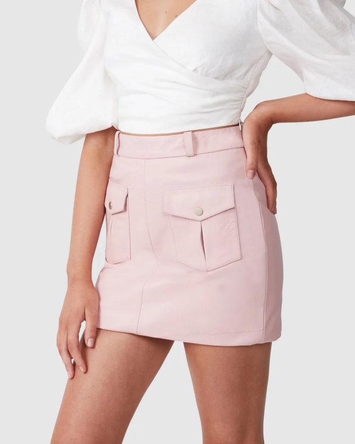 бледно-розовая с карманами кожаная