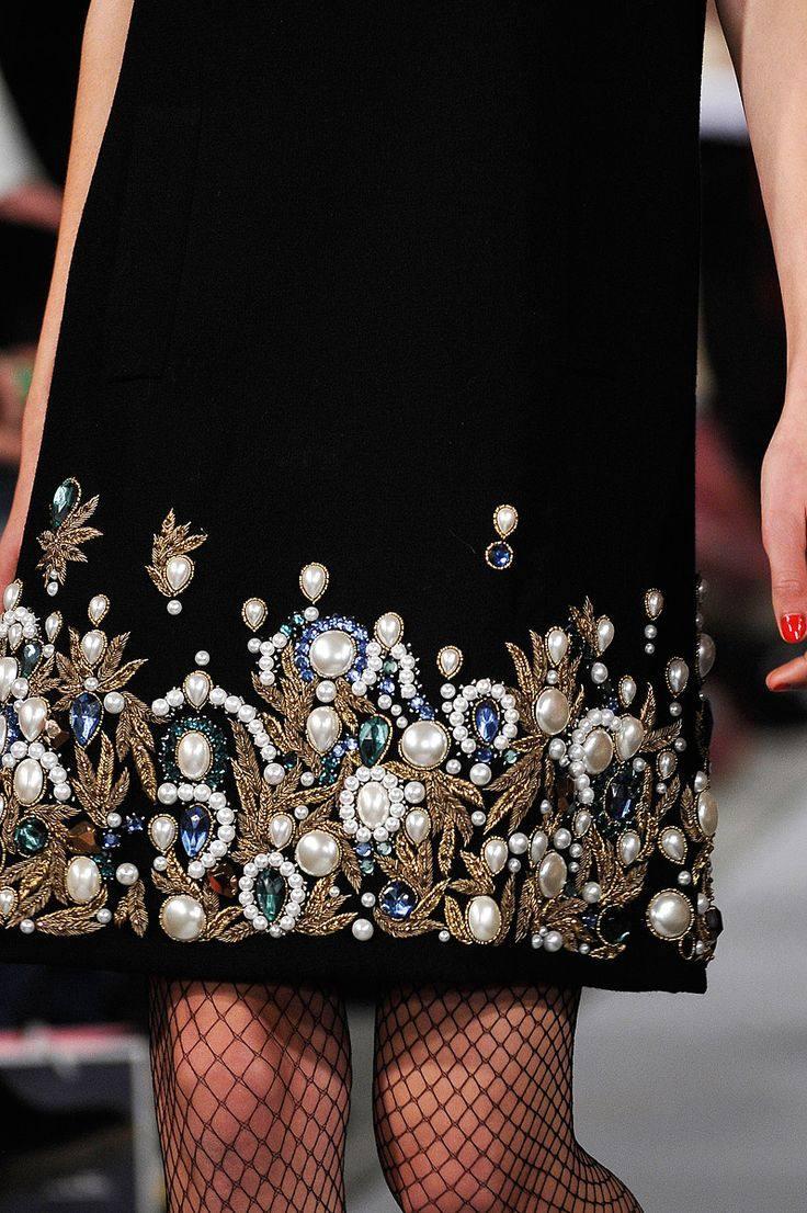 Как украсить платье на Новый год 2019
