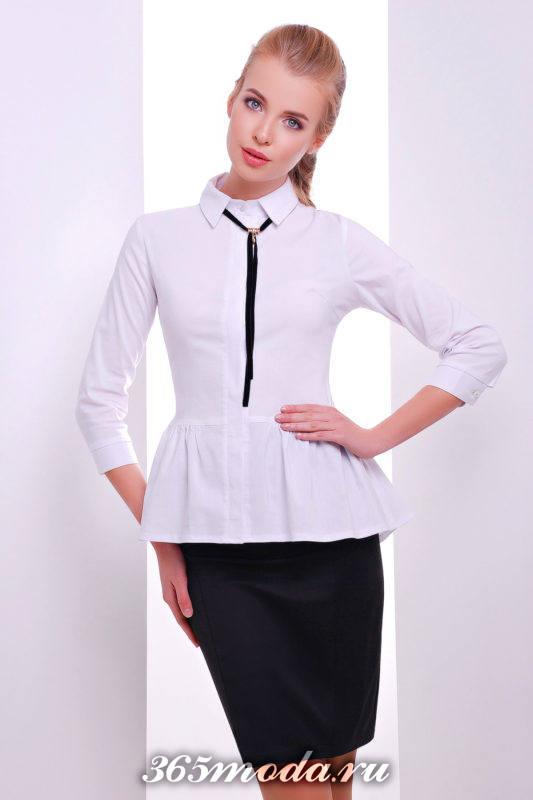 белая блузка с тесьмой на воротничке