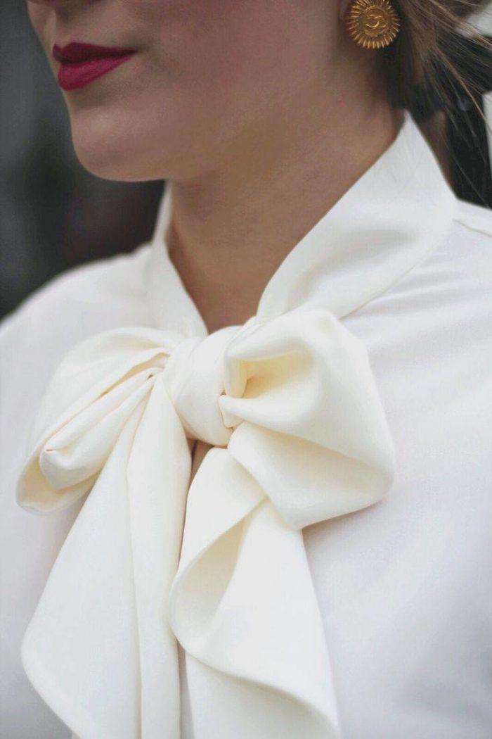 бант на блузке