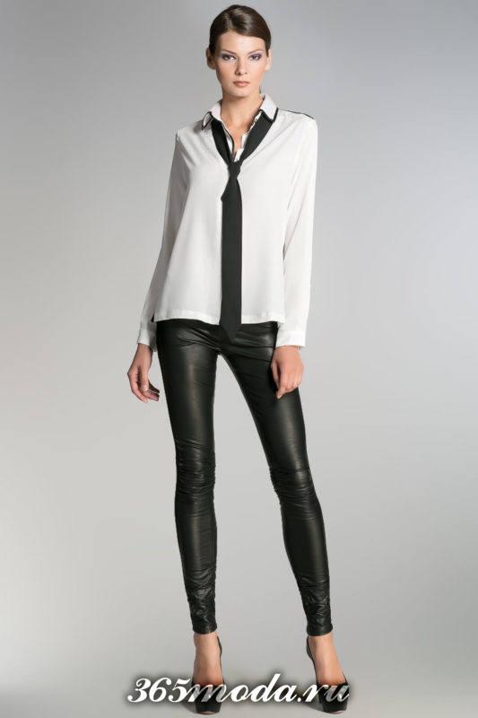 белая блуза с шарфиком